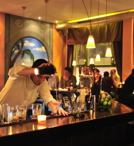 Barkeeper in der Rossini Bar in Baden