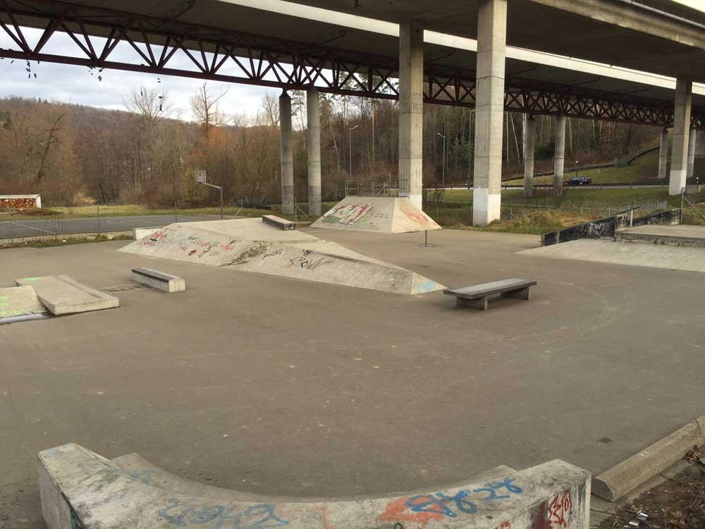 Skateranlage Dättwil - Skaterpark mit Hindernissen und Basketballfeld