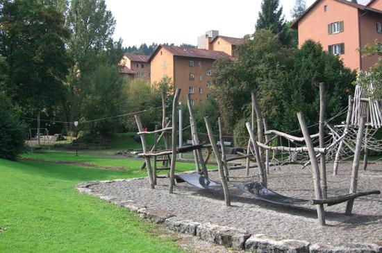 Spielplatz Kehl mit Kletterlandschaft und Seilbahn