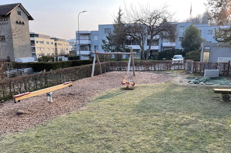 Spielplatz Rütihof mit Seilbahn und dicersen Spielgeräten