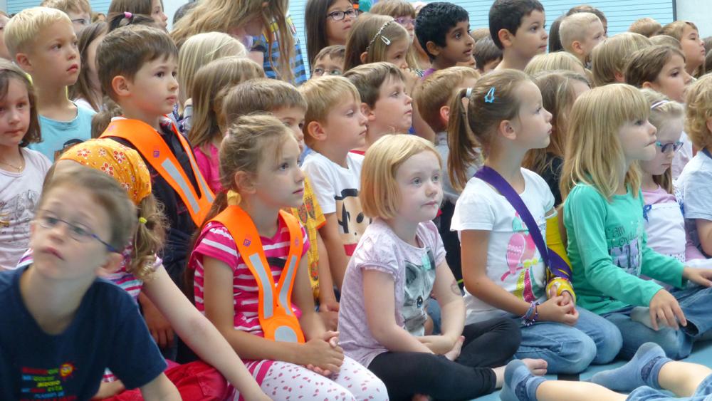 Volksschule Kindergarten Stadt Baden - Kindergartenkinder als aufmerksame Zuhörer