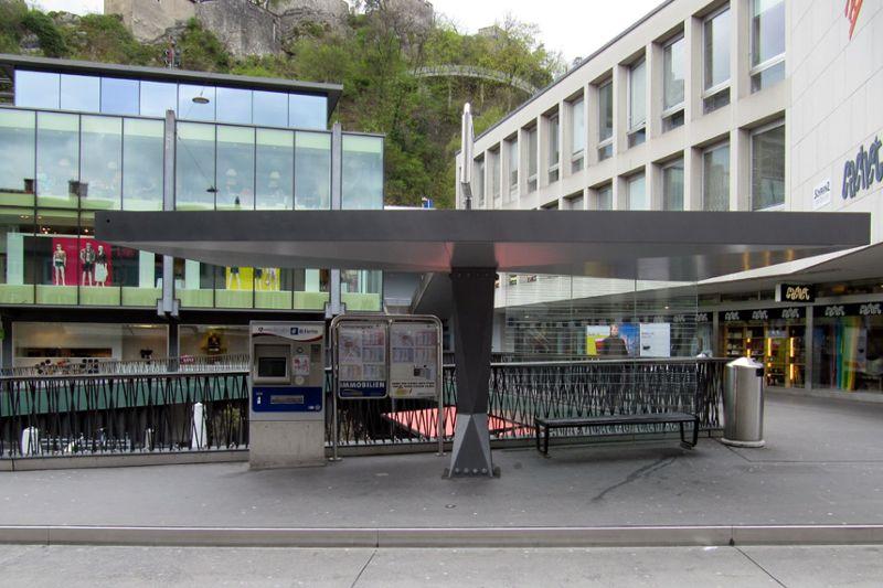 Technischer Unterhalt Buswartehäuser Stadt Baden - Buswartehaus Schlossbergplatz