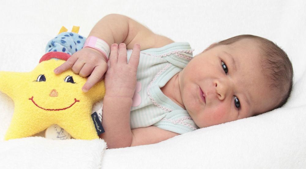 Geburt im Spital oder zu Hause im Zivilstandskreis Stadt Baden - Baby mit Spieldose