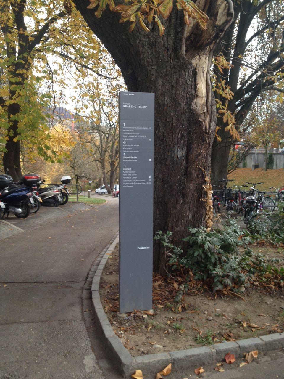 Stele Fussgängersignaletik Stadt Baden